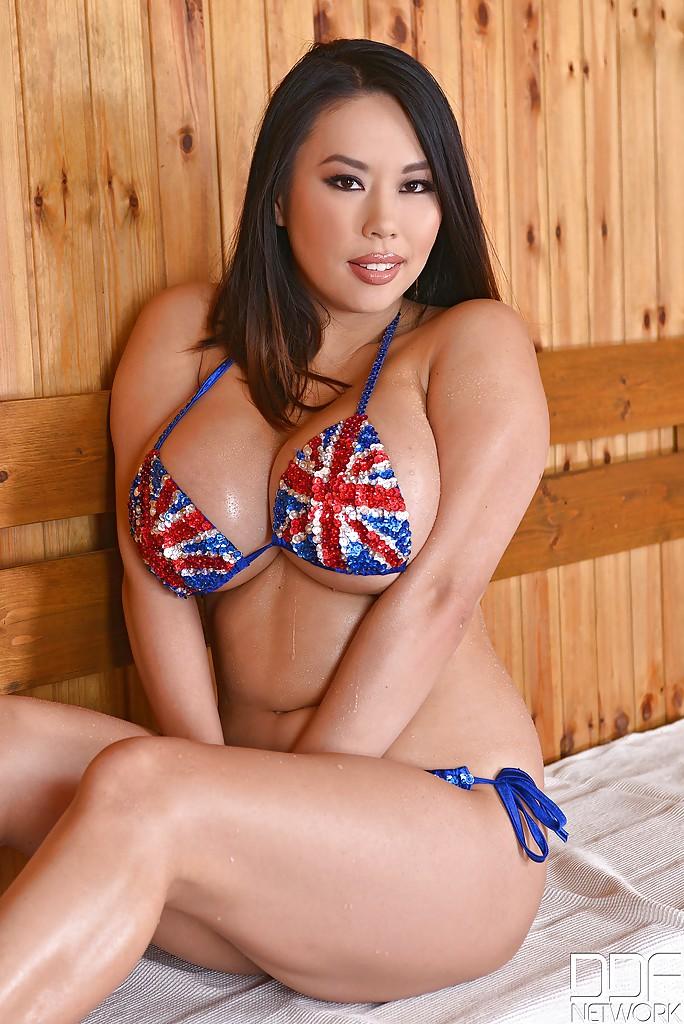 Пышные азиатки фото